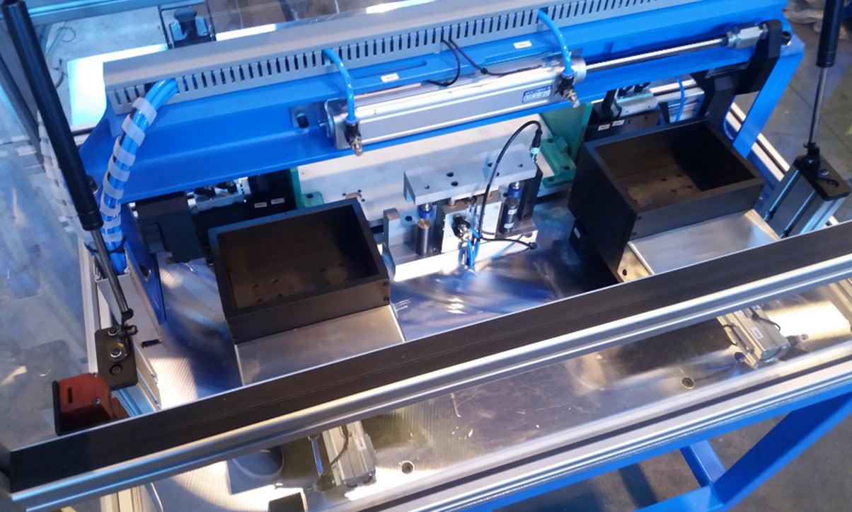 Rozšiřujeme naše služby ovýrobu<br> a3D konstrukci poloautomatických strojů